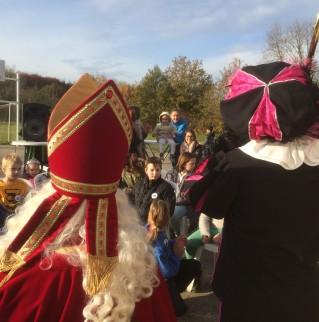 Aankomst Sinterklaas in wijk Gasthuisveld in Maaseik